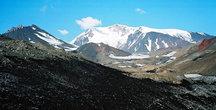 вулкан Средний и Крестовский — вид с морены ледник Эрмана