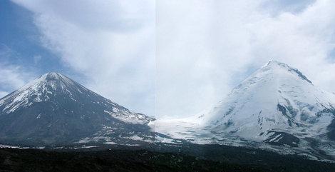 Ключевская и Камень, между ними — седловина перевал Вулканологов (3300м)