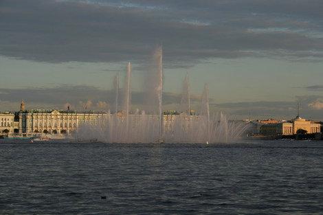 Знаменитый плавучий фонтан.
