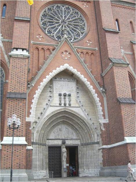 Вход в Уппсальский готический собор