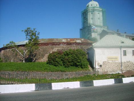 Вид на замок с западной стороны.