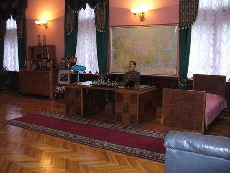 14. Музейная экспозиция в кинозале сталинской дачи