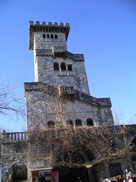 16. Башня на горе Ахун
