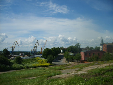 Вид на город и порт со скалы от Пректного института.