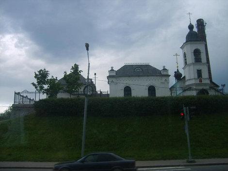 Новая церковь недалеко от вокзала.