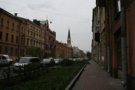 Выйдя проходным двором с улицы Репина, попадаешь на 2-ю линию В.О.