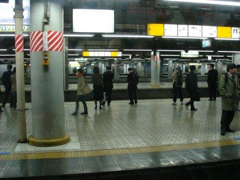 В метро
