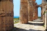 В храме Селинунта