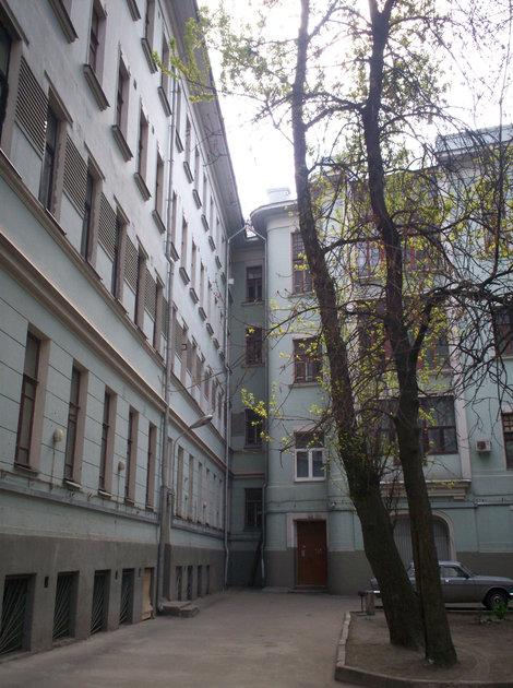 Б.Садовая, 10 — двор