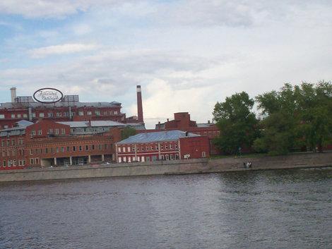 Вид на Москву-реку от Зачатьевского пер.