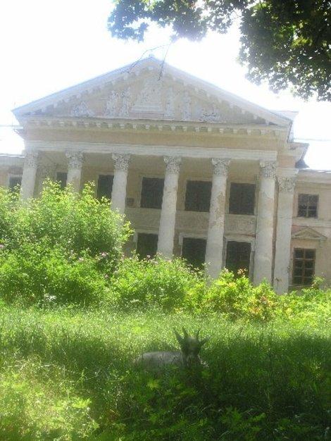 Садовый фасад Имения Ганской