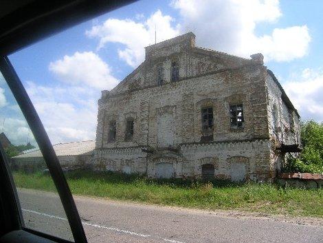 Старинный сахарный завод в Корнине