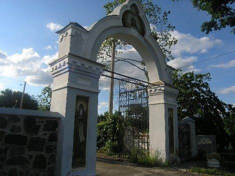 Ворота монастыря в Тригорье