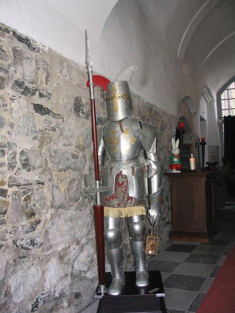 Рыцарские доспехи на входе в ресторан
