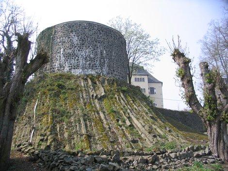 Базальтовая башня