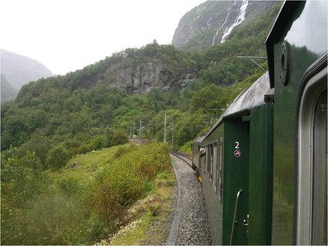 Так выглядит поезд с зелеными вагончиками