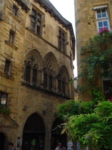 Средневековые дома Сарлы... Вполне обитаемы до сих пор...