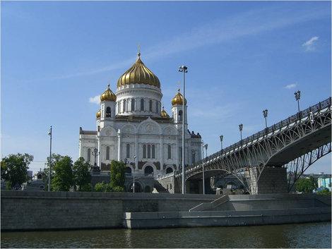 Мимо Храма Христа Спасителя