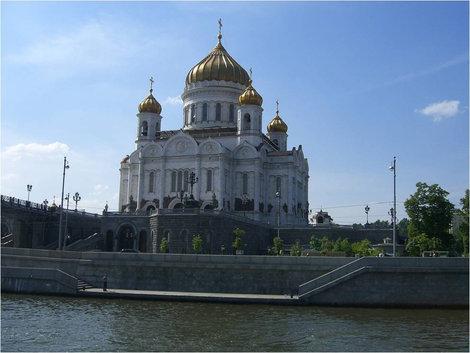 Проплываем мимо Храма