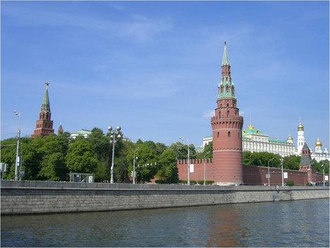 Подплываем к Кремлю
