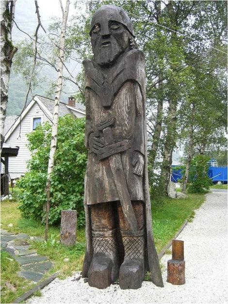 Деревянный викинг