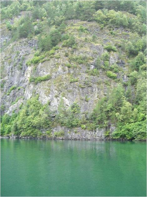 Удивительный цвет воды