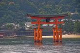 Знаменитые О-Тории храма Ицукусима: с воды