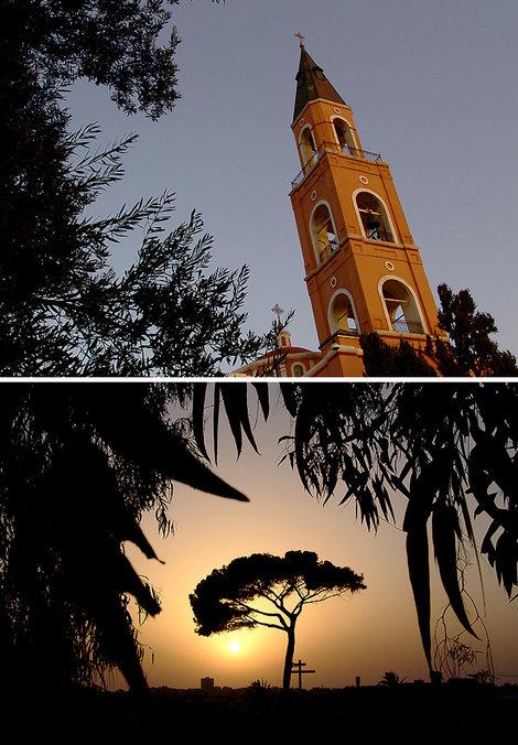 Колокольня монастыря Св. Апостола Петра и вид на вечерний город.