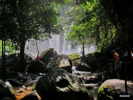Водопад — внизу