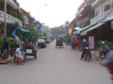 Главная улица (ночером — пешеходная)