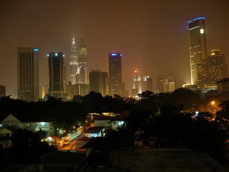 Вид из номера на ночную Куалу