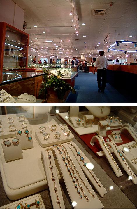 Тверия. Музей и выставка-продажа алмазов компании «Caprice». Кругом алмазный блеск в глазах. Говорят, один из самых дорогих магазинов мира.