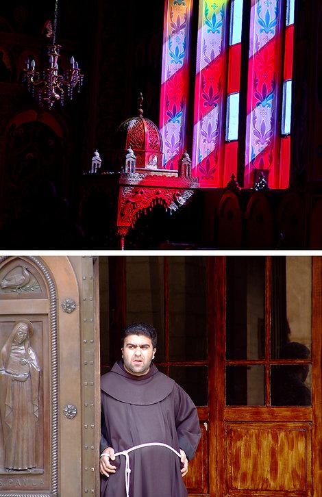 Витражи — один из обязательных элементов греческой церкви, далее — обязательный элемент католической церкви.