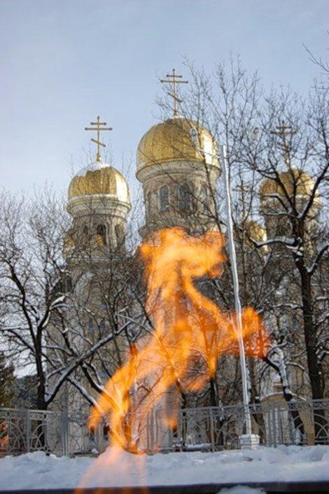 Огненный конь у Святоникольского собора