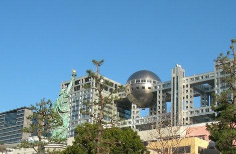 Статуя свободы и «Фудзи Телевижэн»