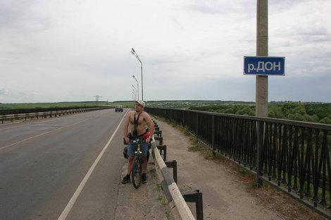 Ну, а как же не сфоткаться на мосту через Дон?