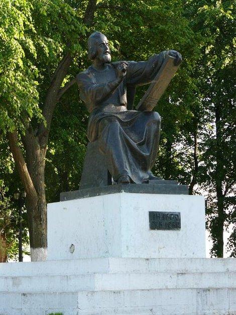 14. Памятник великому русскому иконописцу Андрею Рублеву