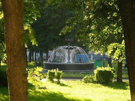 32. Клевый фонтанчик в парке напротив здания бывших губернских Присутственных мест   (ныне Культурно образовательный центр «Палаты»)