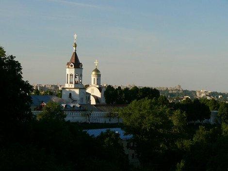 41. Ансамбль Рождественского монастыря со смотровой площадки перед Дмитриевским собором. Приближение