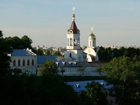 42. Ансамбль Рождественского монастыря со смотровой площадки перед Дмитриевским собором. Приближение