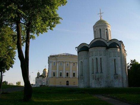 43. Дмитриевский собор, здание бывших губернских Присутственных мест, Успенский собор