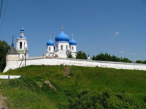 43. Свято-Боголюбский женский монастырь вблизи