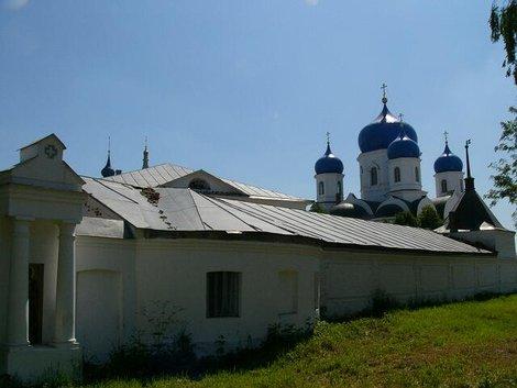 48. Свято-Боголюбский женский монастырь вблизи