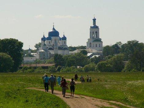 54. Свято-Боголюбский женский монастырь вблизи от Церкви Покрова-на-Нерли