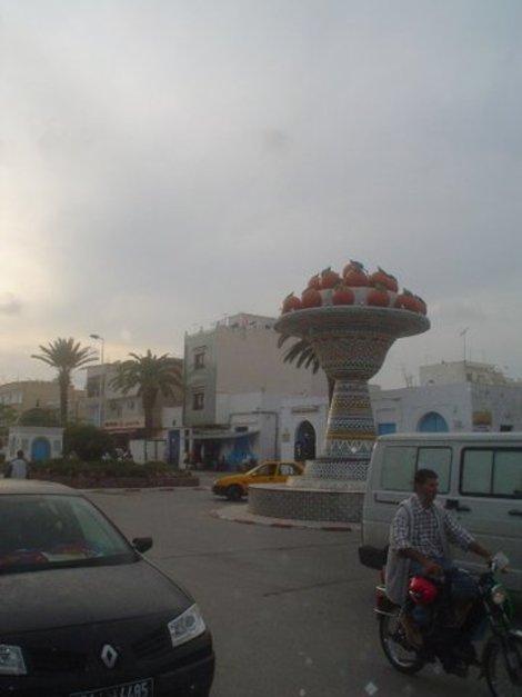 Памятник апельсинам