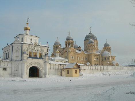 Николаевский мужской монастырь, Крестовоздвиженский собор