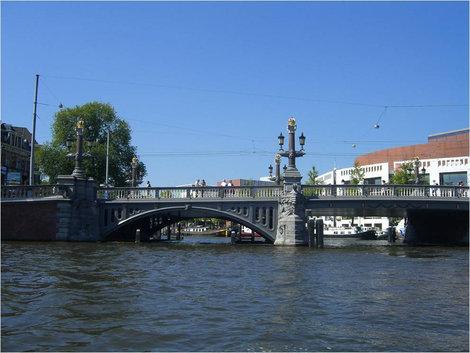 Мимо моста