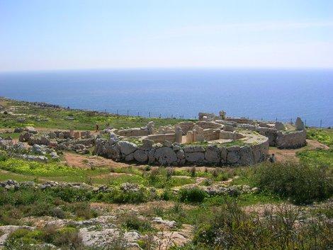 Неолитический храм Мнайдра