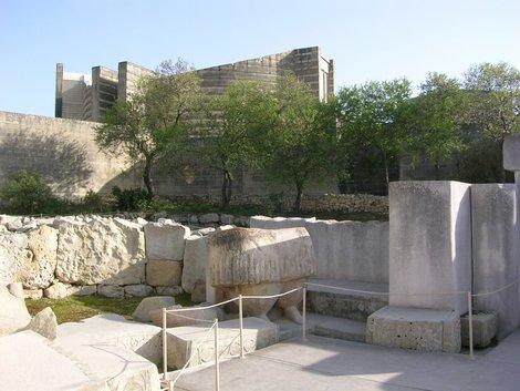Нижняя половина каменной бабы в Таршине