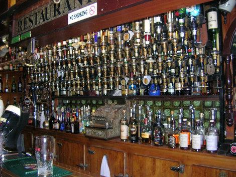 Стойка в одном из баров Слимы — выбор потрясает!